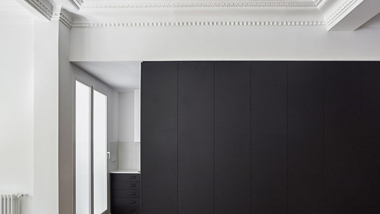 apartment DG Arquitecto Valencia central design renovation minimalism black box storage kitchen plaster moldings