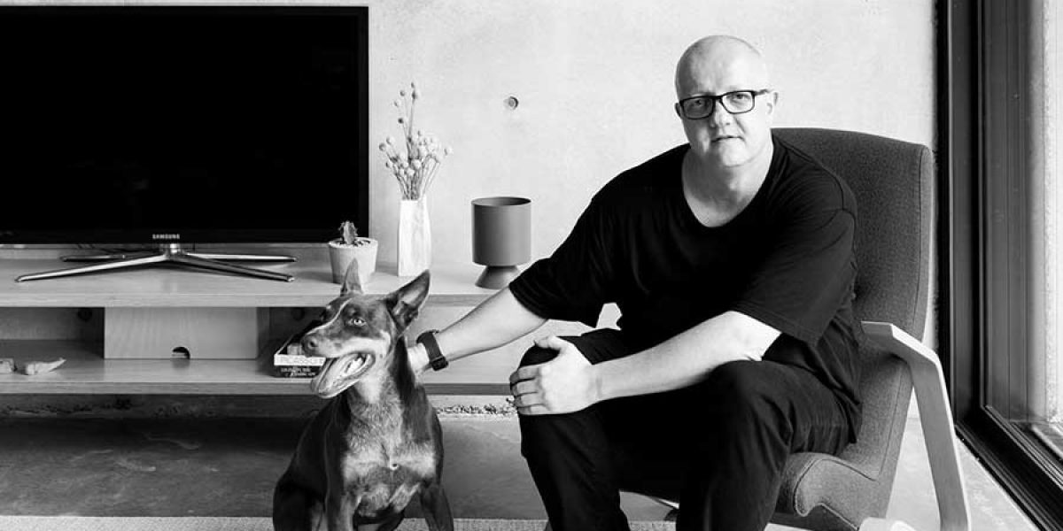 Feature-Image-Meet-the-Architect-ChristopherPollyArchitect_Portrait-Hunting-for-George-Community-Journal-02-with-Saarinen-chair-at-Binary-House