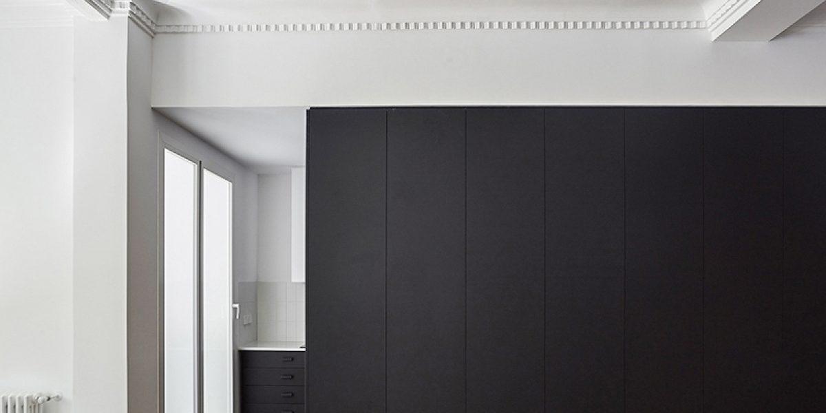 apartment DG Arquitecto Valencia central design renovation minimalism black box storage kitchen plaster moldings