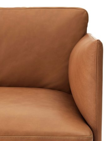 Outline_3_seater_cognac_silk_leather_detail_mid